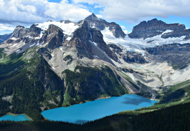 A SPECTACULAR HELICOPTER TOUR OVER THE CANADIAN ROCKIES