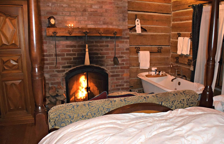 Hotel Quintessence, Claggett's Cabin Interior