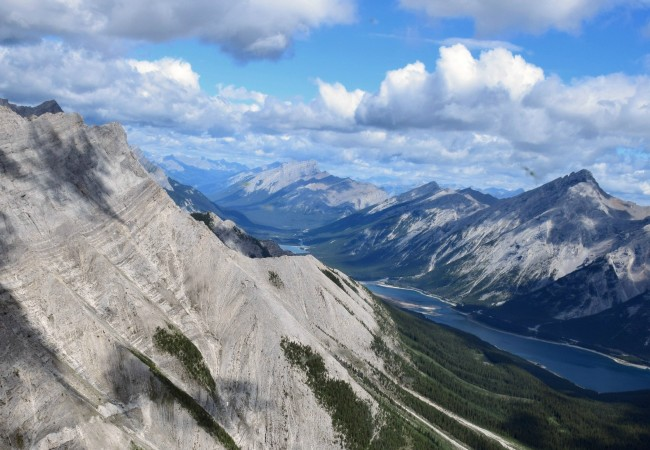 VIDEO:  A SPECTACULAR HELICOPTER TOUR OVER THE CANADIAN ROCKIES