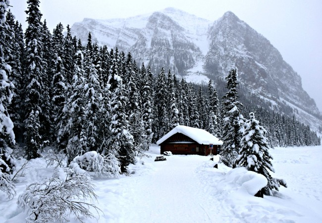 WHY YOU SHOULD VISIT LAKE LOUISE IN ANY WEATHER