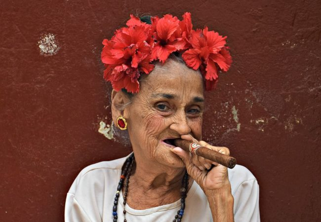 PHOTO OF THE WEEK:  SMOKIN' IN HAVANA