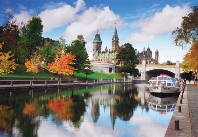 5 GORGEOUS FALL GETAWAYS IN CENTRAL CANADA