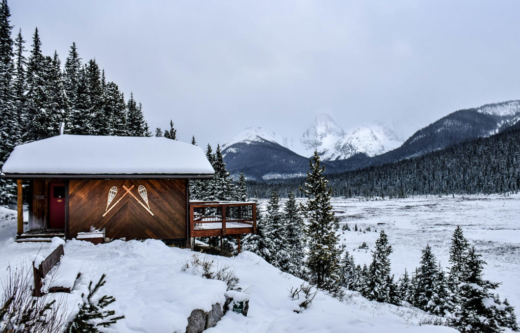 GET COZY AT THIS HIDDEN ALBERTA BACK COUNTRY LODGE